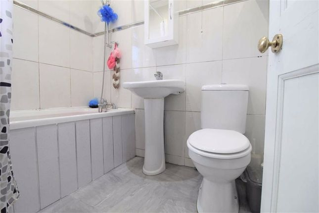 Bathroom of Northbank Gardens, Withington, Manchester M19