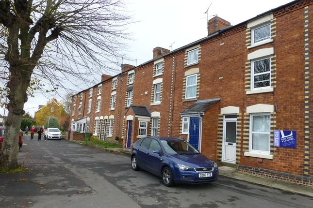 Thumbnail Terraced house to rent in Gloucester Road, Stonehouse, Gloucestershire