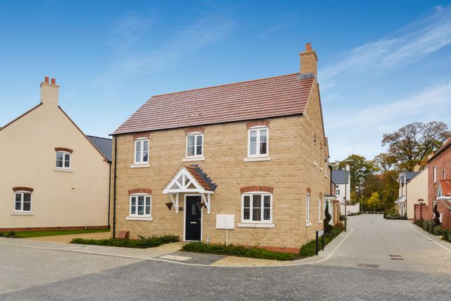 4 bed detached house for sale in Haydock Road, Bicester