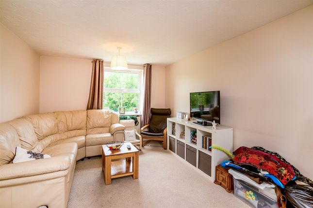 2 bed flat for sale in Crowell Mews, Aylesbury