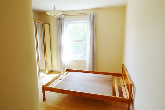 Thumbnail Room to rent in Palmerston Crescent, Palmers Green