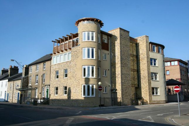 Thumbnail Flat to rent in Kings Keep, Castle Street, Cambridge