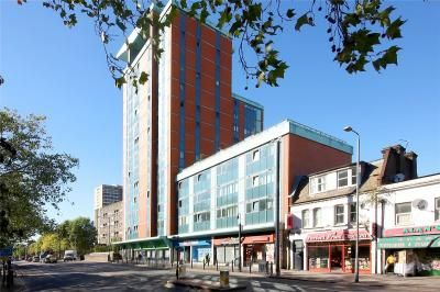 Thumbnail Flat to rent in Fusion Building, East Iindia Dock Road, Poplar