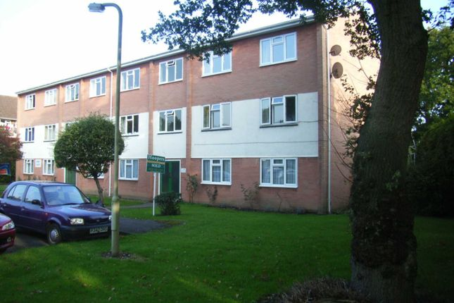 Thumbnail Flat for sale in Gladridge Close, Earley, Reading