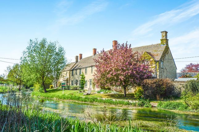 Thumbnail Cottage for sale in Grove Place, Fairford