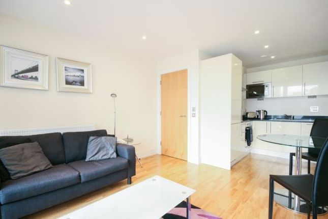 Thumbnail Flat to rent in Edison Building, Millennium Harbour, Canary Wharf