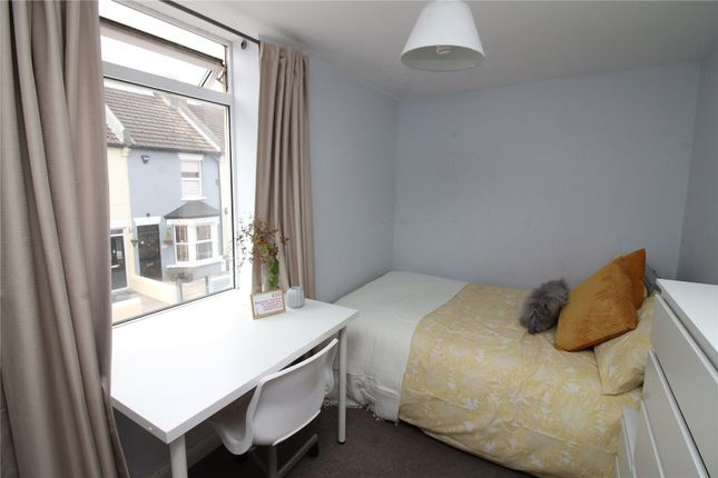 Thumbnail Flat to rent in Layfield Road, Gillingham, Kent