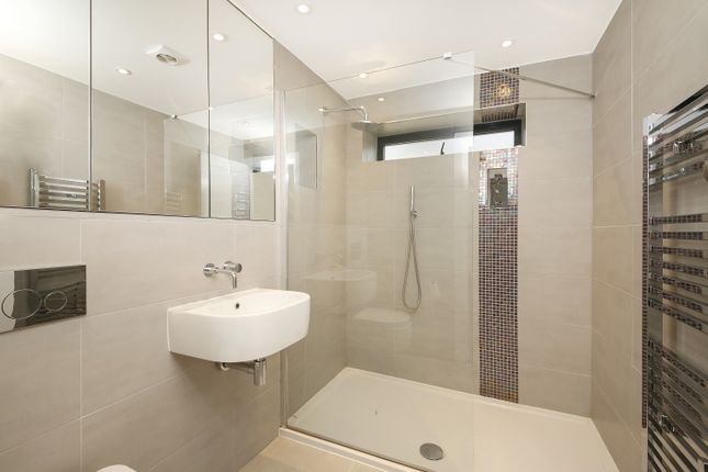 Bathroom of Upwood Road, London SE12