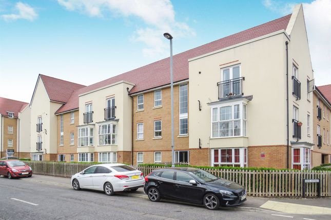 Thumbnail Flat for sale in Frenchs Avenue, Dunstable