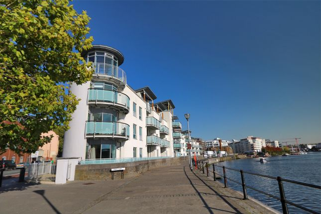 Thumbnail Flat to rent in Harbourside, Hotwells, Bristol