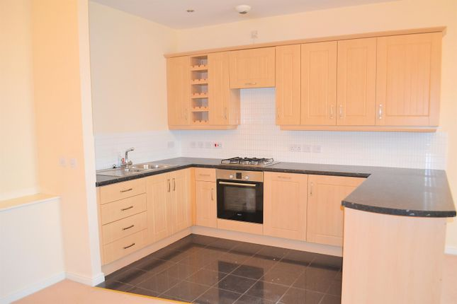 2 bed flat to rent in Boathouse Field, Lichfield