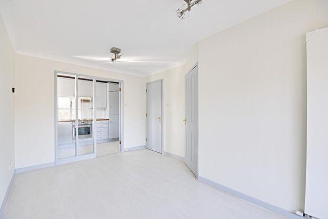Thumbnail Flat to rent in Beechwood Grove, London