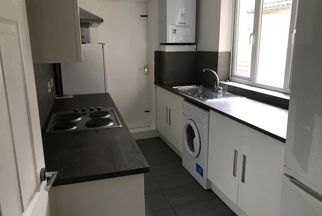 Thumbnail Flat to rent in Queens Crescent, Kentish Town