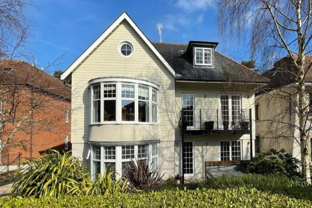 Thumbnail Flat to rent in Compton Avenue, Canford Cliffs, Poole