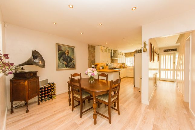 Thumbnail Town house for sale in Southholme Close, London