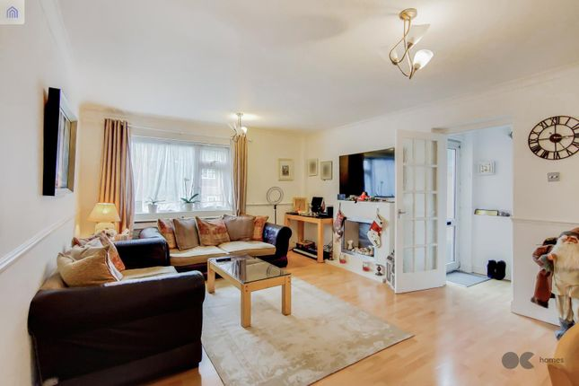 2 bed end terrace house for sale in Pintail Road, Woodford Green IG8