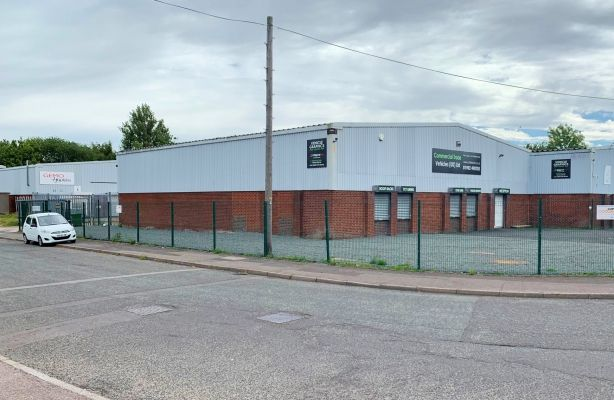 Thumbnail Warehouse to let in Unit 4, Barton Industrial Estate, Etruria Way, Bilston, West Midlands