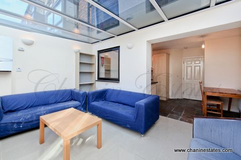 Thumbnail Town house to rent in Barnsfield Place, Docklands, London