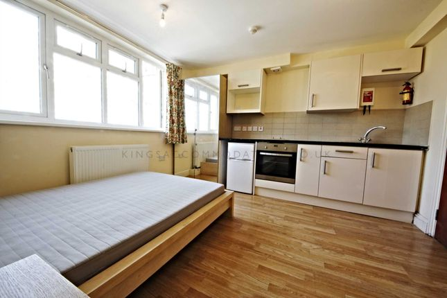 Thumbnail Studio to rent in Angell Road, Brixton, Loughborough Junction