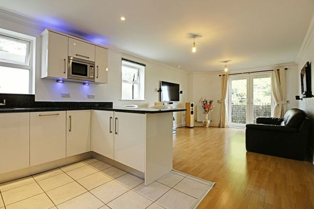 Thumbnail Flat for sale in Bycullah Road, Enfield