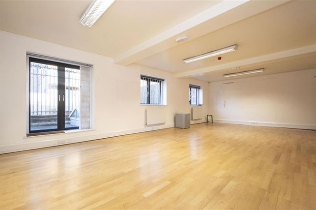 Office to let in Hoxton Street, Shoreditch
