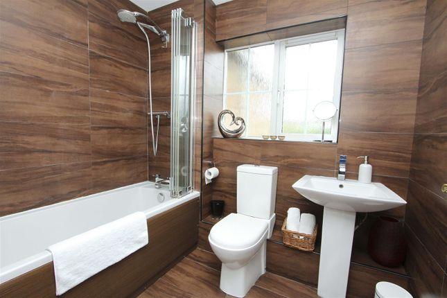 Family Bathroom of Glasshouse Close, Hillingdon UB8