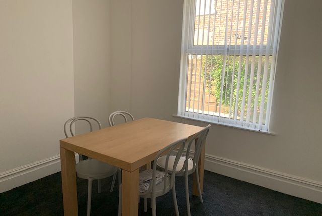 Dining Shared of Daisy Avenue, Manchester M13