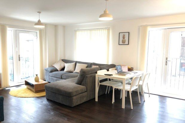 2 bed flat to rent in Maxwell Road, Romford RM7