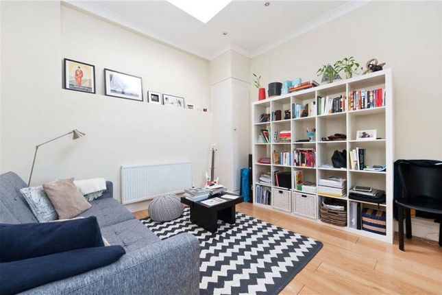 Thumbnail Property to rent in Whitechapel High Street, London