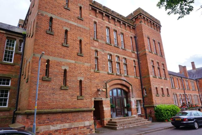Thumbnail Flat for sale in Crookbarrow Road, Worcester