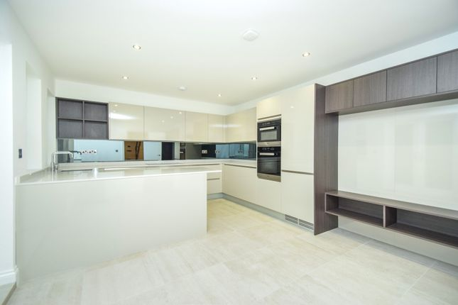 Thumbnail Flat for sale in Colney Hatch Lane, Muswell Hill