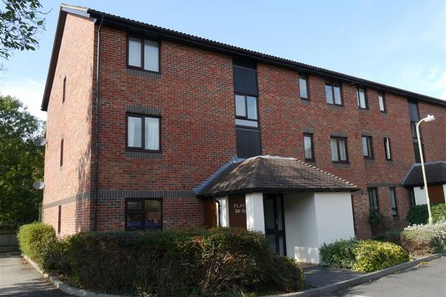 2 bed flat to rent in Spenlove Close, Abingdon-On-Thames