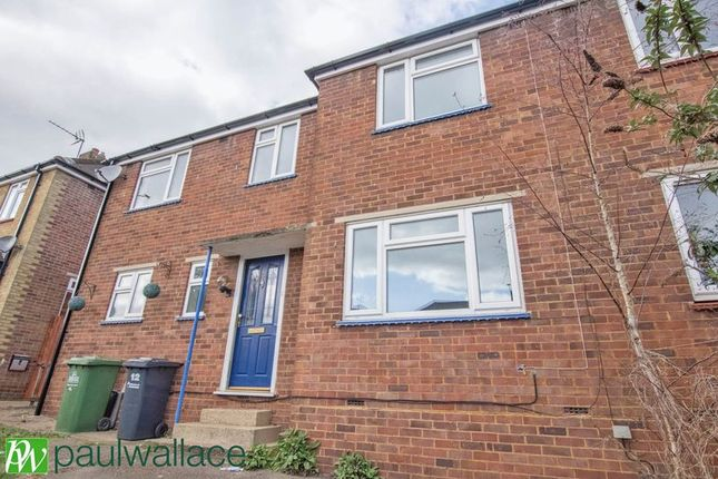 Thumbnail Semi-detached house to rent in Winterscroft Road, Hoddesdon