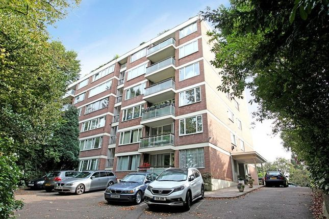 Parking/garage to rent in Shepherds Hill, London