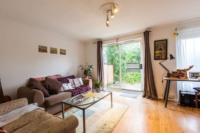 Thumbnail Maisonette to rent in Chambord Street, Shoreditch