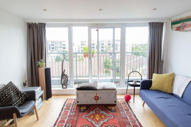 Thumbnail Flat to rent in 5 Dunston Road, London