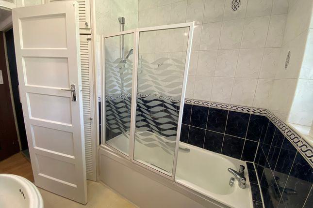 Bathroom of Nugents Court, St. Thomas Drive, Pinner HA5