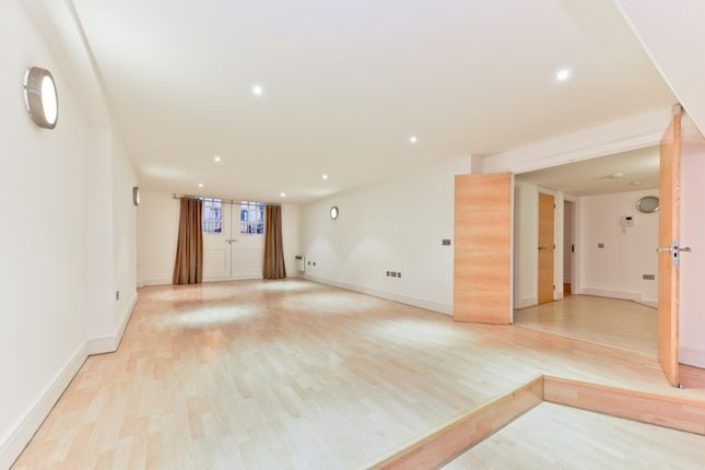 2 bed flat to rent in Gainsford Street, Shad Thames