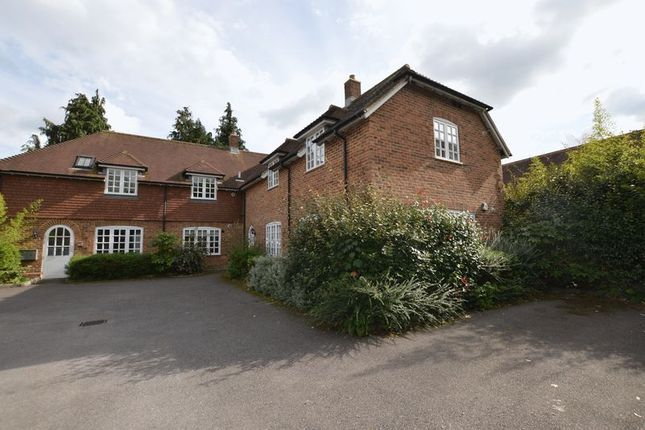Thumbnail Flat to rent in Draymans Way, Alton