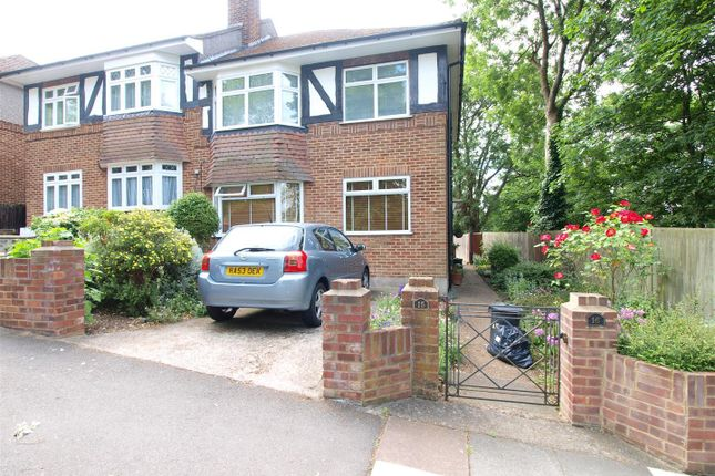2 bed flat to rent in Glassmill Lane, Bromley, Kent BR2