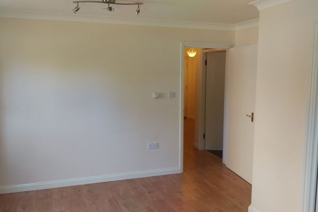 Flat to rent in Field Mead, Colindale