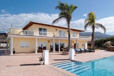 Thumbnail Villa for sale in X, Los Cristianos, Tenerife, 38650, Spain