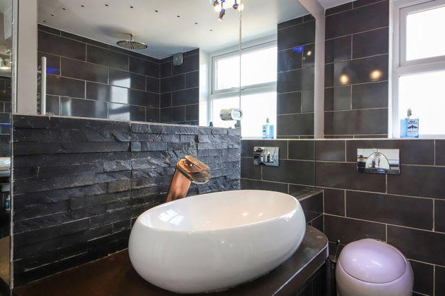 Bathroom of Milk Yard, London E1W