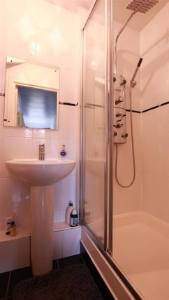 En-Suite of Clydeview, Bothwell, Glasgow G71