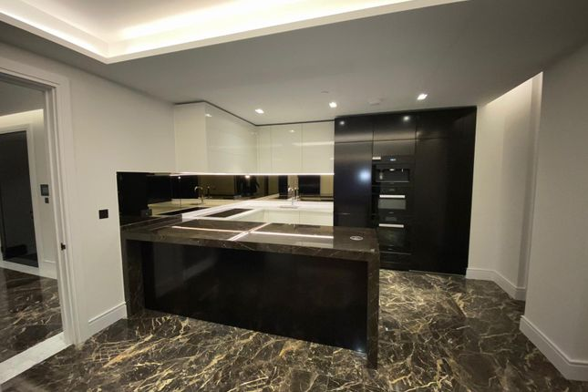 Thumbnail Flat to rent in Southbank Place, London