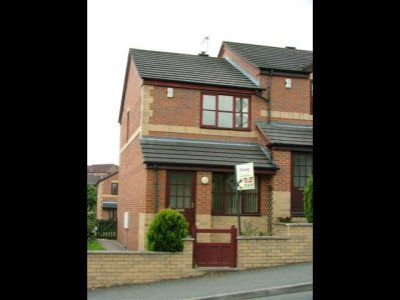 Thumbnail Town house to rent in Weavers Row, West Yorkshire