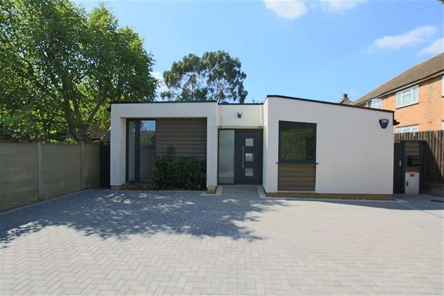 Thumbnail Bungalow for sale in Oakleigh Crescent, London