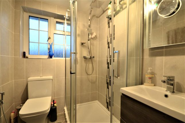 Ensuite of Lewes Road, East Grinstead, West Sussex RH19