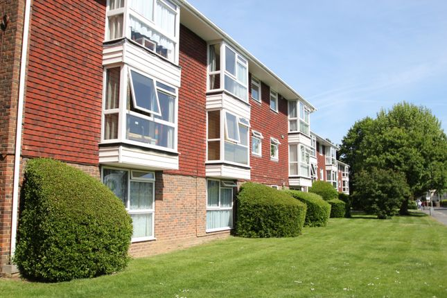 1 bed flat to rent in Copperfield Court, Kingston Road, Leatherhead