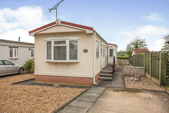 2 bed mobile/park home for sale in Mill Farm Park, Bulkington, Bedworth, Warwickshire CV12